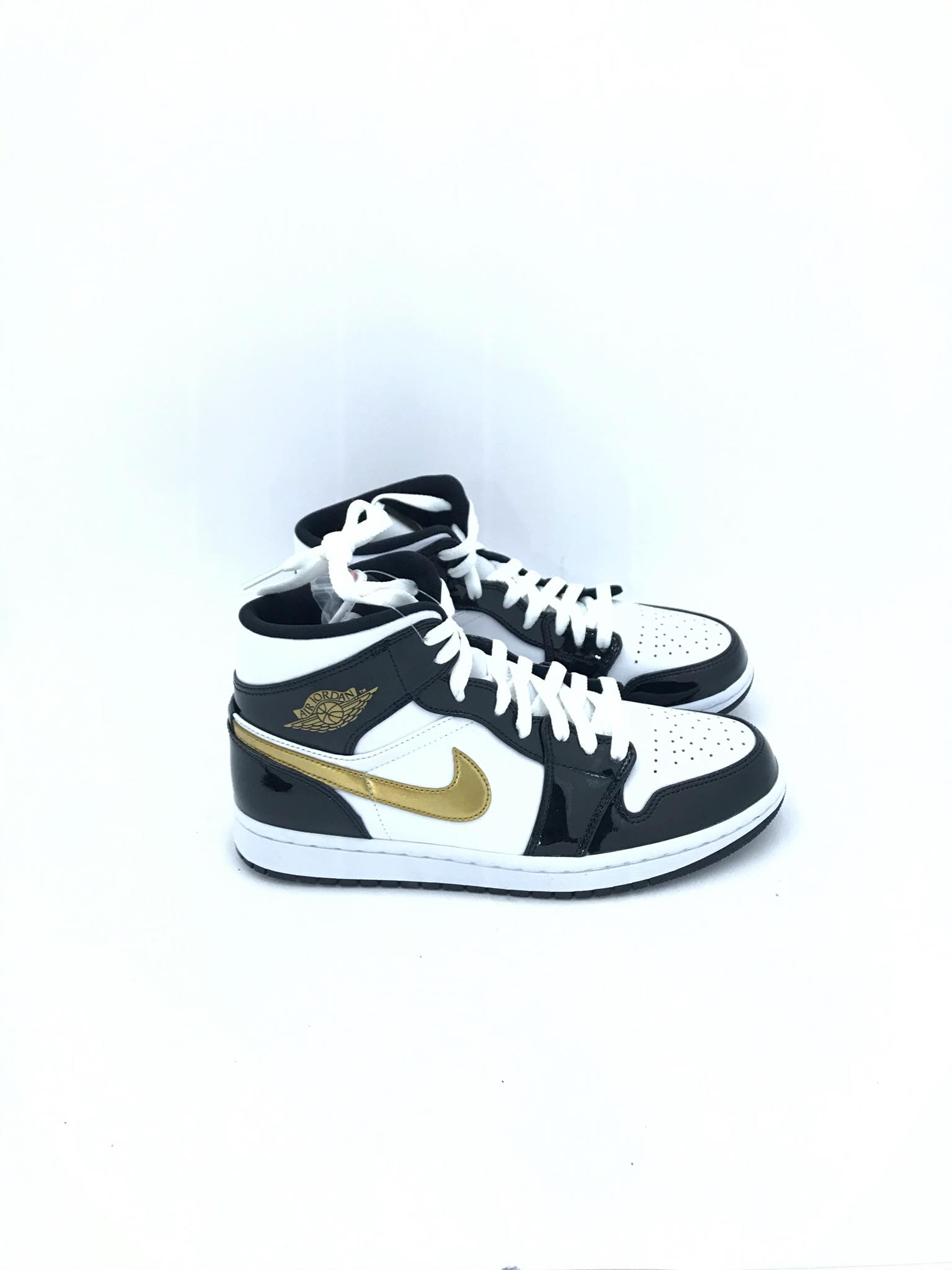 NIKE AIR JORDAN 1 MID 852542007 W.B.GOLD LIMITED | Gagliotta ...